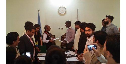 Shahid Khan Religion: Política Internacional