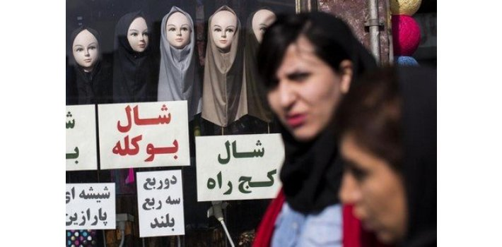 رفض الحجاب يضع الجمهورية الإسلامية على المحك في إيران