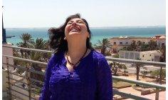 الإعلامية درشول تخوض مغامرة العمل المسرحي بالتجربة السياسية للفنانة أهريش