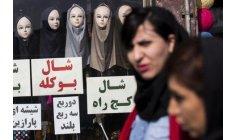 """رفض الحجاب يضع """"الجمهورية الإسلامية"""" على المحك في إيران"""