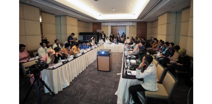 Indonesia Seeks Peace Building with International NGO    Lawyers, education experts, religious leaders, youth and womens groups, and journalists in Indonesia gathered together to forge social solidarity and cohesion through peace building measures