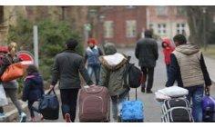 خطير.. حوالي 80 ألف مهاجر مغربي مهددون بالترحيل من أوروبا أو الإعتقال