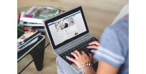 """مبروكي: هكذا تدمر الأخبار """"الفيسبوكية"""" صحة ونفسية المغاربة"""