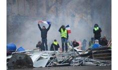 """قنابل ومدافع تواجه """"السترات الصفراء"""" في باريس"""