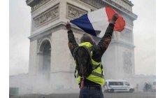 الاحتجاجات تلغي نصف الحجوزات السياحية بباريس