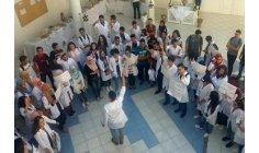 طلبة الطب بطنجة يحتجون بالإضراب عن الدارسة