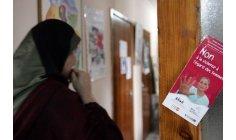 """مراكز الاستماع إلى النساء المعنّفات تتحدى """"الحشومة"""" في المملكة"""