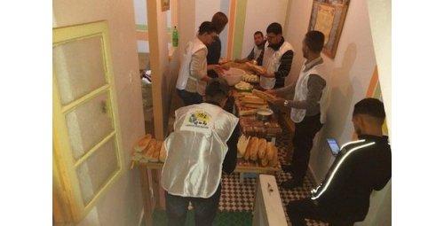 متطوعون شباب ينتشلون متشردين من نوائب الفصول في طنجة