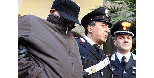 رصيف الصحافة: مجرم إيطالي ينجح في التخفّي 22 سنة بين المغاربة