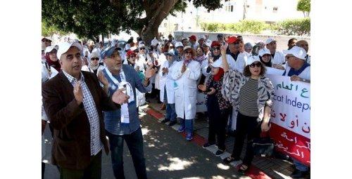 عقد لقاء مع العثماني يعلق احتجاجات نقابات أطباء الخاص والعام