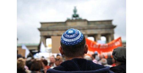 """دراسة: تصاعد """"معاداة السامية"""" يدفع يهود أوروبا إلى فقدان الأمان"""