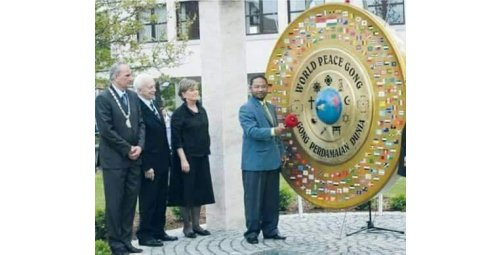 HE DJUYOTO SUNTANI - IN MEMORIAM - FOUNDER PRESIDENT OF WORLD PEACE COMMITTEE and WORLD PEACE GONG and WORLD PEACE UNIVERSSITY How His Organizations Works