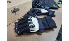 Brazilian creator of bionic gloves wants to help people with disabilities