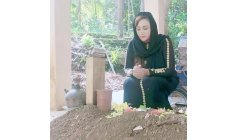 Madam Astrid S Suntani in the Tomb of the Beloved He Mr. Djuyoto Suntani, may God have you in His glory