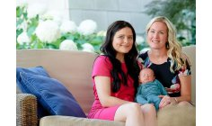 Mother meets woman who donated uterus so that she could get pregnant